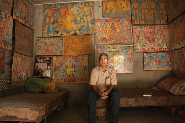 Musharraf Ali Farooqi in the Pahalwan's Gallery in Lahore's Old City